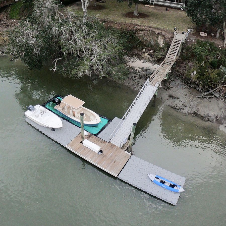 A private jetty with multiple Floating extensions and a SeaPen dry docking system